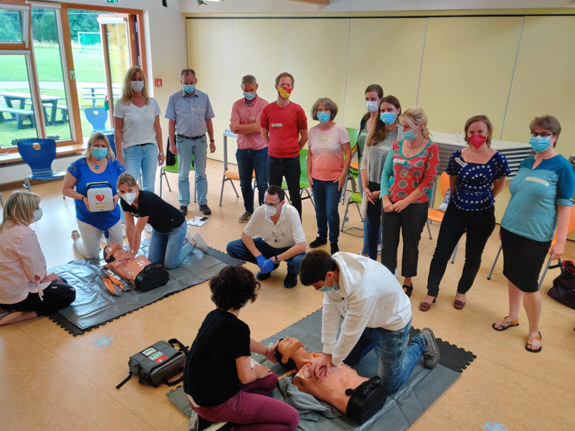 Erste Hilfe Fortbildung für Kolleginnen & Kollegen am Gymnasium Neckartenzlingen